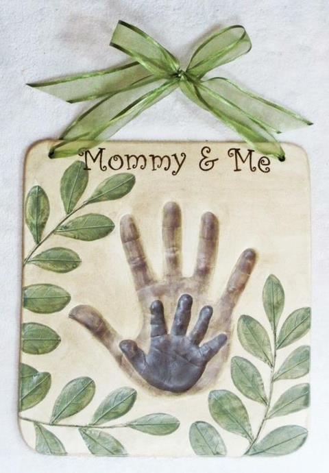 DIY-Hand-Print-Plaque-1