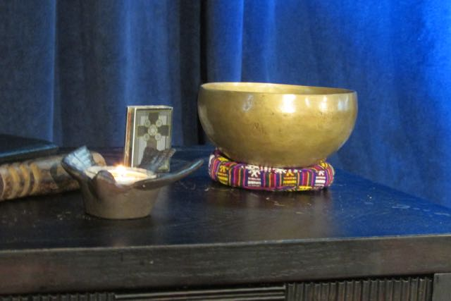 Singing bowl in worship