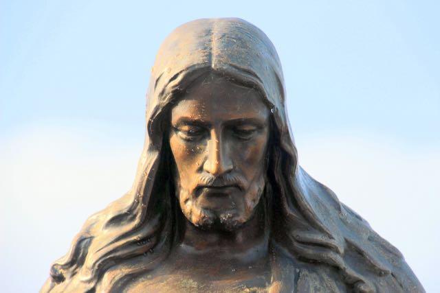 Jesus statue (1)