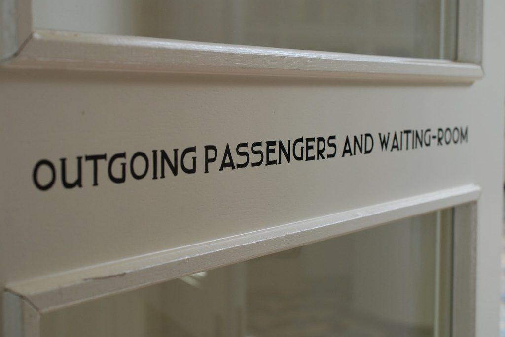 waiting-room-895079_1280