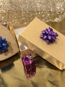 gift purple bow